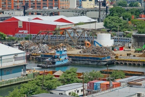 "On this Maritime Sunday, witness the struggles of the Thomas D. Witte tug as it manages a barge into place on the lamentable Newtown Creek. That's the City's ""Newtown Creek Dock"", tenanted by the mill of the titanic SimsMetal operation.http://newtownpentacle.com/"